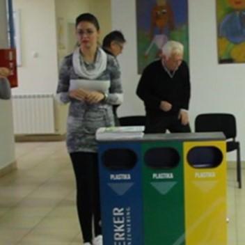Donacija kanti za separaciju otpada novosadskim osnovnim školama i vrtićima