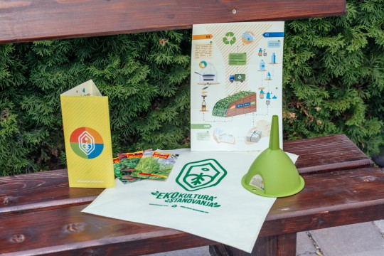 Unutar Eko Paketa stanari su mogli da pronađu točir za odlaganje iskorišćenog ulja, brošuru sa uputstvima za korišćenje Eko Punkta i začinsko bilje, pogodno za ozelenjavanje terasa i upotrebu u ishrani.
